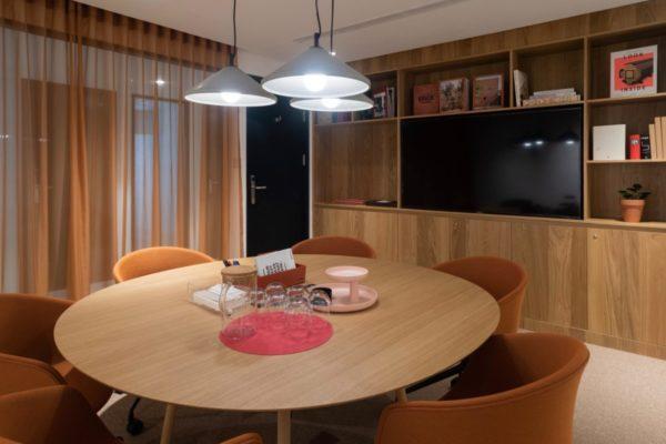 Meeting Room Round
